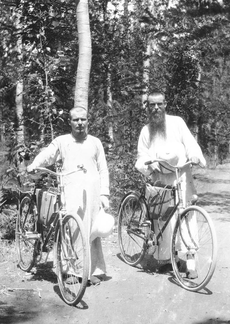 P. Kerekes és P. Szajkó kerékpárral